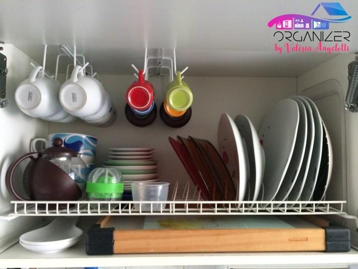 Como organizar xícaras utilizando umorganizador