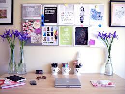 Organize papéis e a mesa docomputador